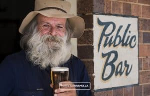 Hotel Cunnamulla Icy Cold Beers